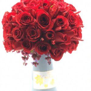 Anneler günü vazoda çiçek